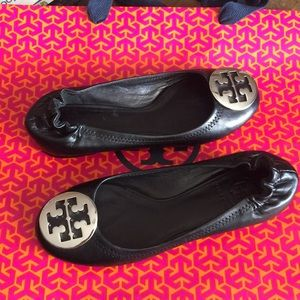 Tory burch leather flat silver logo sz 41/2m fit 5